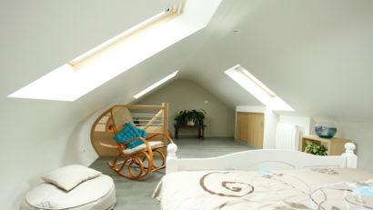 Une chambre aux formes courbes - aménagement combles