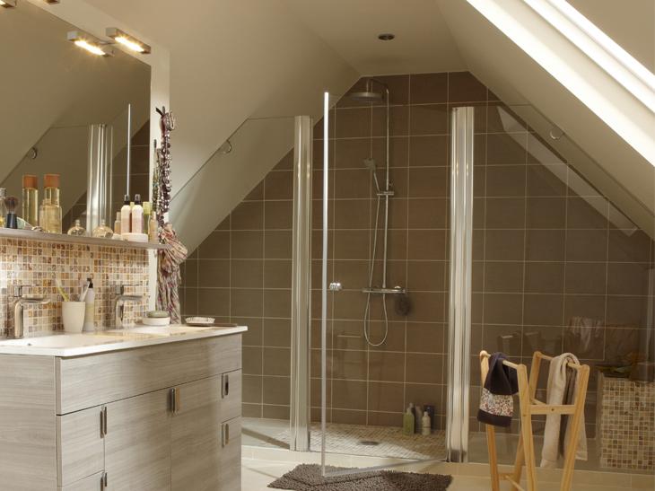 Salle de bains sous les combles un espace de bien tre - Amenagement salle de bain 2m2 ...