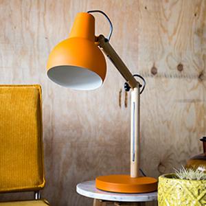 Lampe de bureau en chêne et métal Study Zuiver chez Decoclico