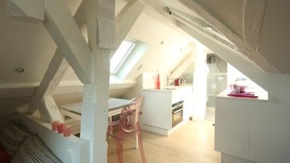 Studio astucieux dans les combles à Paris