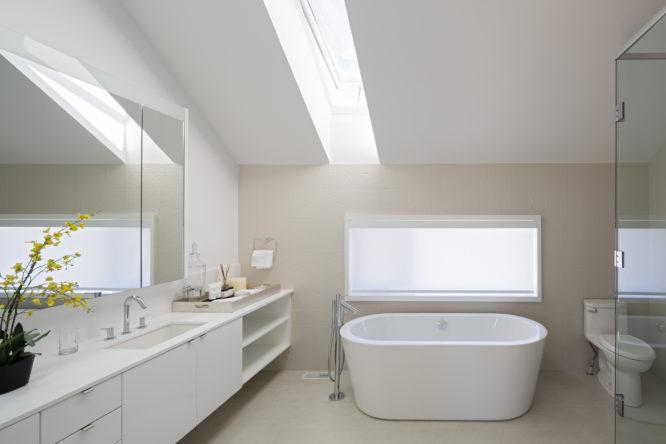 Bien aménager une salle de bains sous les combles - Rêve de ...
