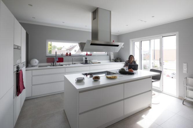 amenagement-cuisine-lumiere-combles-optimiser-espaces-hotte