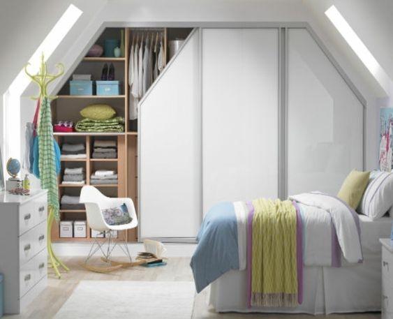 4 fa ons de ranger ses v tements sous les combles r ve de combles. Black Bedroom Furniture Sets. Home Design Ideas