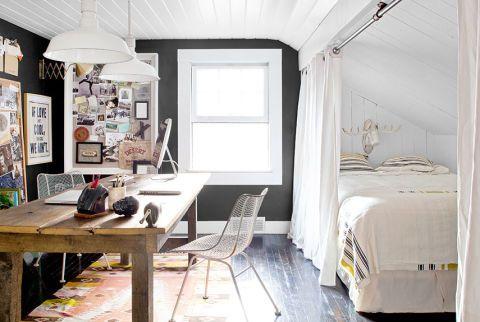 petite-chambre-sous-comble-separer-la-piece-avec-un-rideau