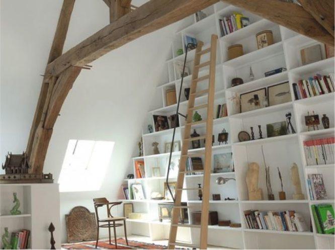 astuce-rangement-mur-pignon-comble