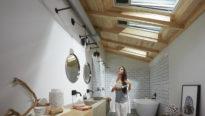 Ventilation de la salle de bains dans les combles aménagés grâce aux fenêtres de toit VELUX